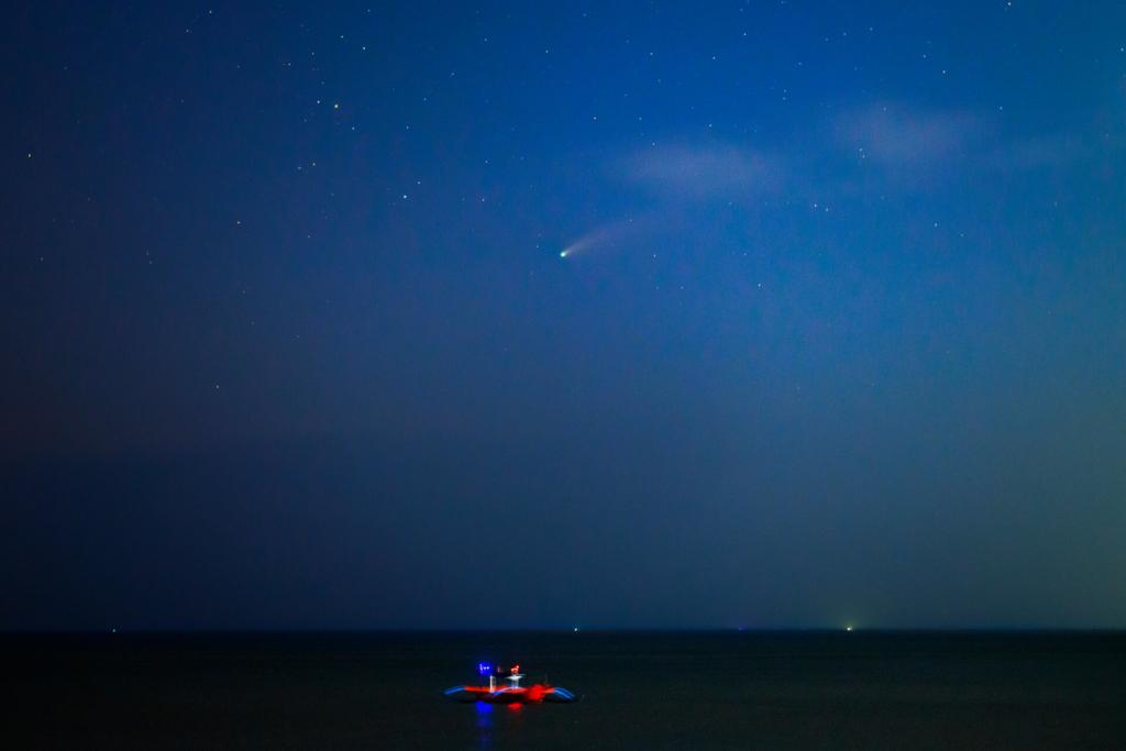 バリのネオワイズ彗星